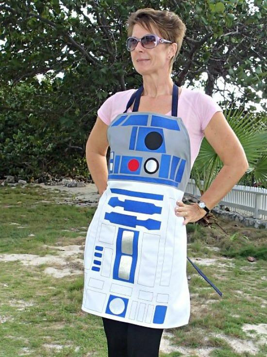 Star Wars R2D2 DIY Apron | AllFreeSewing.com
