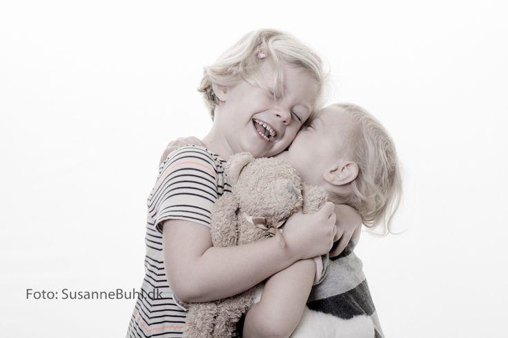 Fotografering af børn by Susanne Buhl #Childenphotography #børnefotografering #Børn #Childen #Børnebilleder #Fotograf #nyfødt #love #søskendekærlighed