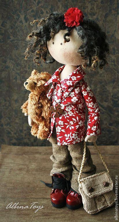Купить или заказать Соня. в интернет-магазине на Ярмарке Мастеров. Текстильная кукла Соня. Немного мечтательная, но очень отвественная, обожает своего мишутку Сама стоит ( в обувке), сидит с опорой, ручки гнутся.