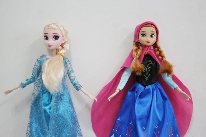 FRI FRAKT 2 ST DOCKOR ELSA och ANNA FROZEN FROST på Tradera.com - Disney