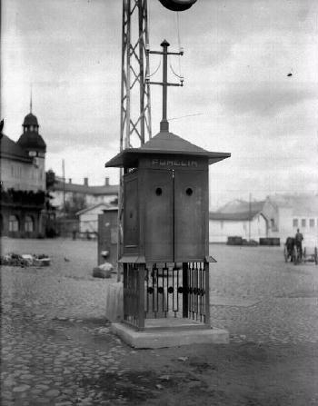 Puhelinkoppi Laukontorilla vuonna 1928.