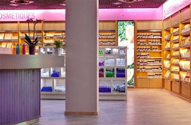 Aroma-Zone vient d'ouvrir sa première boutique-spa à Paris, près d'Odéon dans le 6ème arrondissement. Un joli lieu à découvrir et surtout à tester ! Après la boutique du 40 boulevard Saint Germain et l'atelier du 1 rue de l'Arbalète, Aroma-Zone ouvre sa première boutique-spa rue de l'École de médecine, dans le 6ème arrondissement de paris. [...]