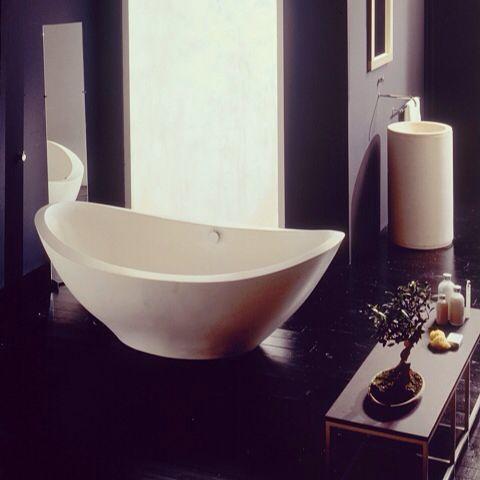 Lavasca bathtub, design by Matteo Thun for Rapsel, made in Portuguese Stone.