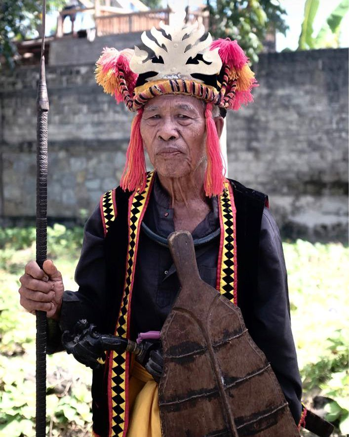 Fatele --- Potret seorang penari Fatele atau tari tradisional khas Nias Selatan yang menceritakan tentang para prajurit perang. --- Lokasi: Telukdalam Nias Selatan Tanggal: 24 Juli 2017 Kamera: Fujifilm X100T --- #FKHotshotxBRI #Photopia #IndonesiaKini @bankbri_id  @fotokitaid