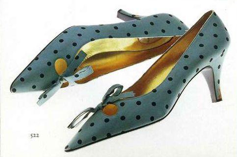 Туфли. Роже Вивье — Кристиан Диор, конец 1950-х. Светло-зеленый шелк саржевого переплетения с рисунком в черный горошек (набивка), украшение лентами.