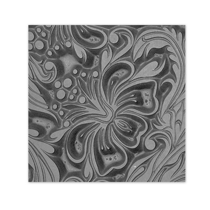 Textura / Hibiscus Texturovací plátek pro práci s polymerovou hmotou, metal clay, keramickou hlínou nebo na razítkování. Tato textura je díky jemným liniím motivu vhodná pro práci s modelovacím stříbrem a dalšími kovy. Rozměr plátku: 5,2 cm x 10 cm Ukázku práce s texturou najdete zde: http://www.youtube.com/watch?feature=player_embedded&v=RWs9wzsBL44