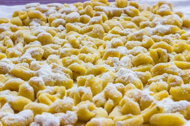 Nel nuovo appuntamento di Food Experience andiamo alla scoperta delle sagre italiane, per un incontro perfetto tra cibo e territorio