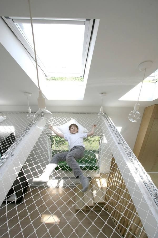 Hängematte als Dachboden: https://trampolin-technik.de/de/