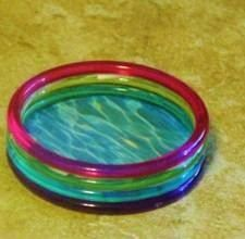 how to: wading pool - looks like plastic bracelets glued together!---OMG AWESOME!!! Like the perfect size for mine