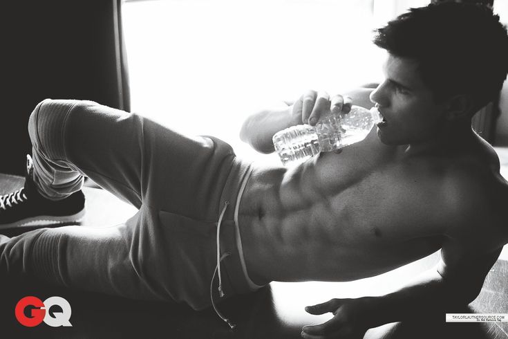 """O.M.G. Yes, please. I am totally Team Edward...but I cheat on it with """"Team Taylor's Body"""" ;)"""