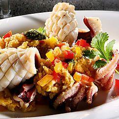 Tintenfischröllchen mit Koriander-Pesto auf Kichererbsenpüree