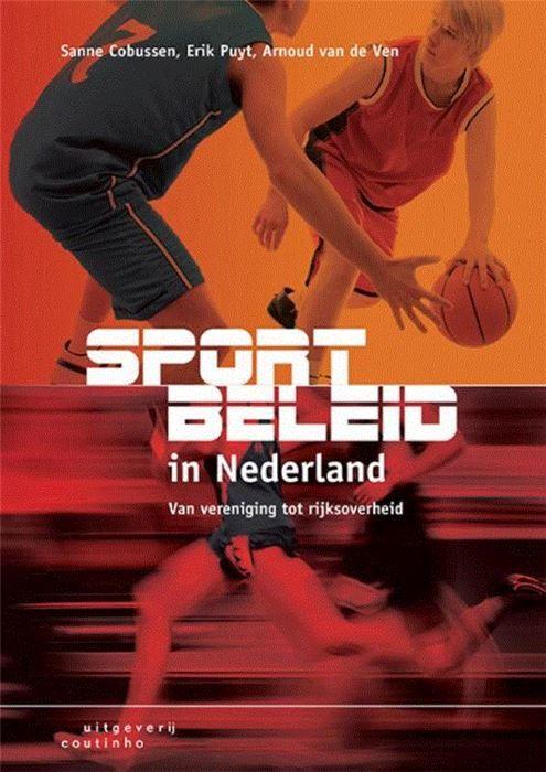Sportbeleid in Nederland  Docenten aan de diverse sportopleidingen hebben al jaren als uitdaging om de algemene studieboeken over beleidsvorming toe te passen op de sportsector. Sportbeleid in Nederland voorziet in de behoefte aan een basisboek over beleid toegespitst op sport.In Sportbeleid in Nederland wordt in drie delen de rode draad in het Nederlandse sportbeleid geschetst. Deel 1 vormt de basis met de definitie van sport uitleg over beleid en de geschiedenis van Nederlands sportbeleid…