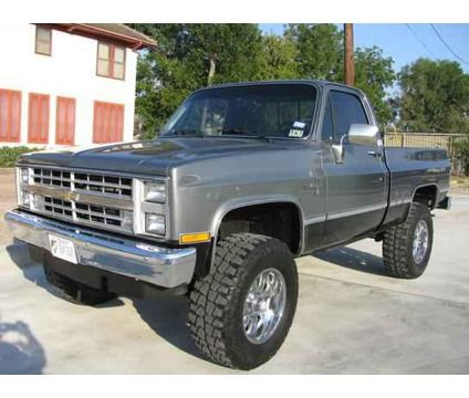 1980s style Chevy Silverado!  Oh yes!  I love this color!  <3