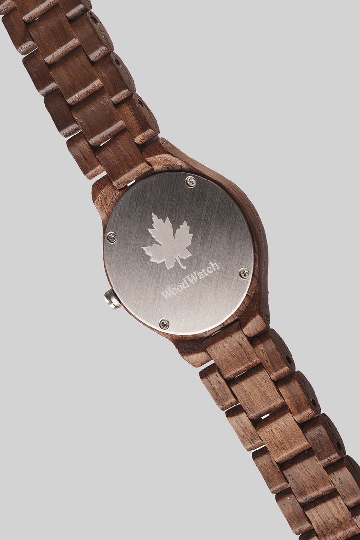 Teak Silver edition – WoodWatch FEMME Collection. Made of natural teak wood, finished with silver details. A stylish and elegant watch for her.