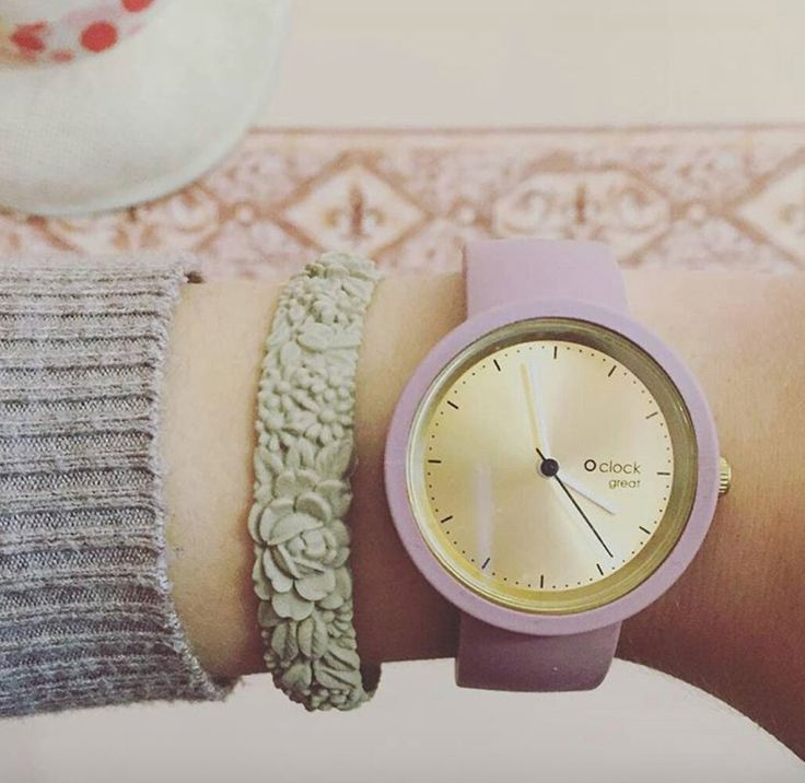 O clock great Gold Dial and Pastel Violet Strap