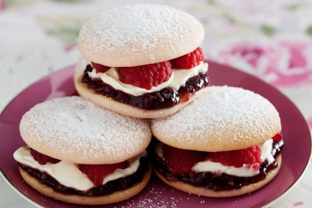 Raspberry and cream whoopie pies