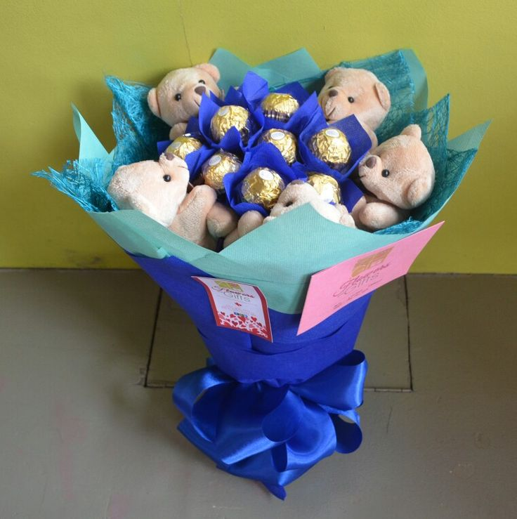 Blue themed chocolate bouquet #ferrerobouquet