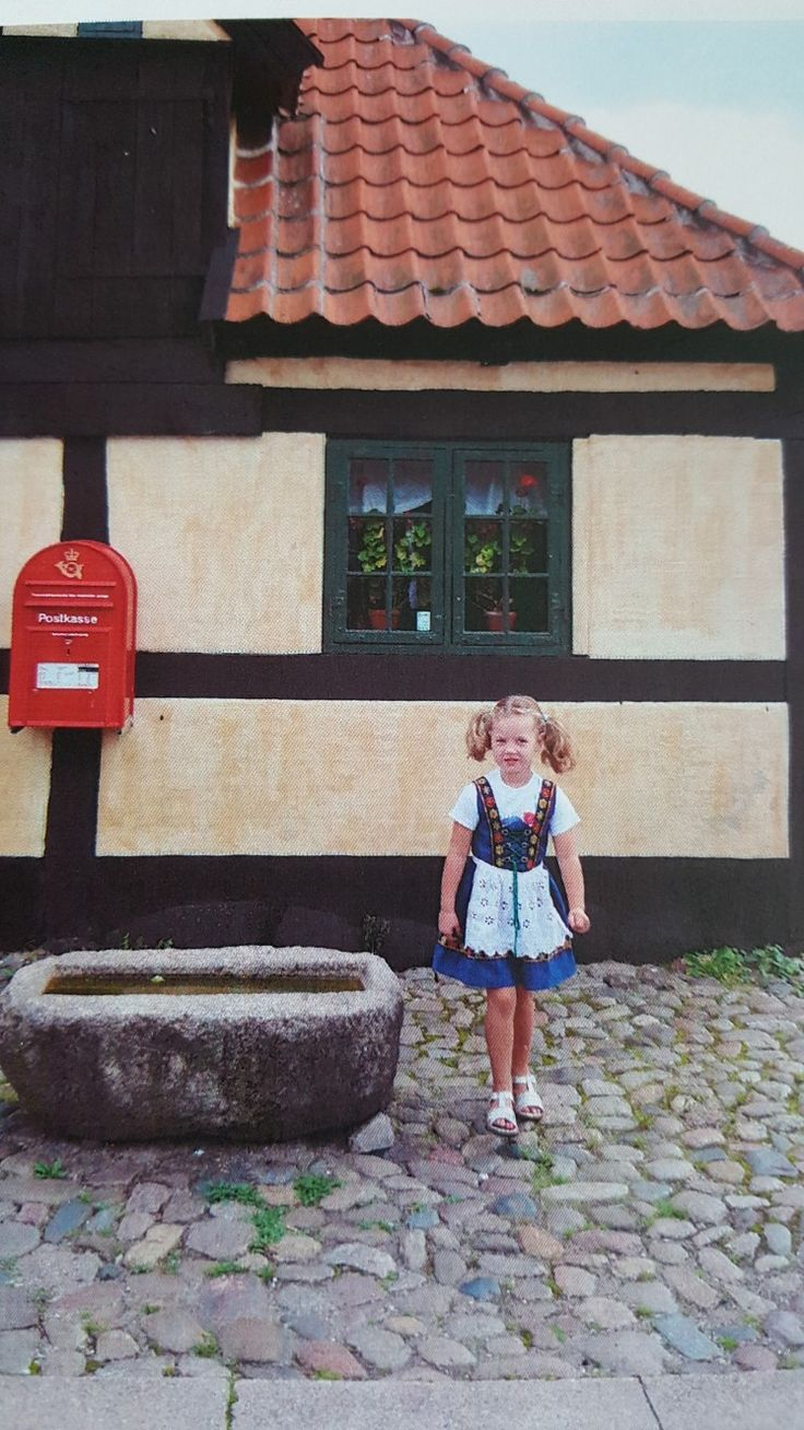 Dragør Museum Mit barnebarn Linnea Sandell Berthelsen på besøg hos oldemor Ingrid Valborg Weichardt 2005