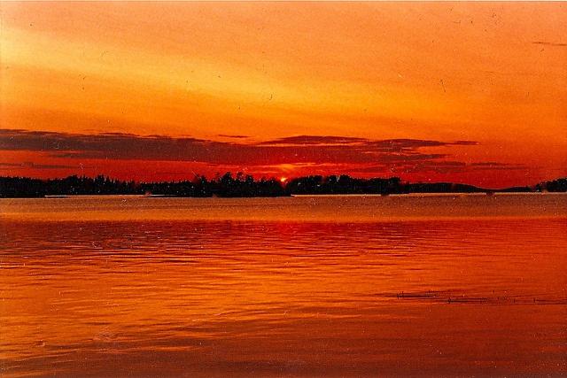 Mitternachsonne in Lappland 1998. // Lapin keskiyön aurinko 1998. via Flickr