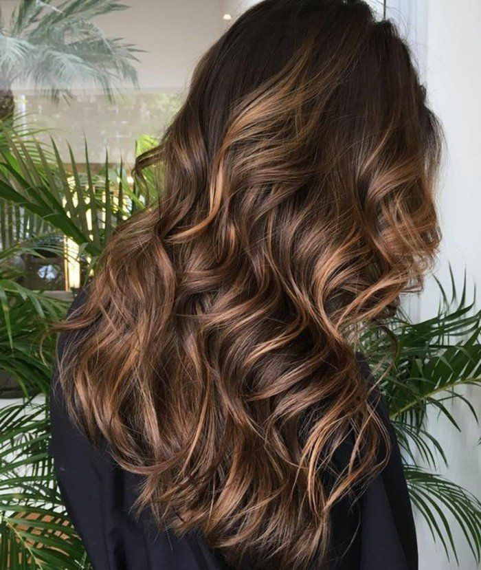 cheveux longs boucls cheveux longs couleur marron glac coloration chocolat fonc - Coloration Et Henn