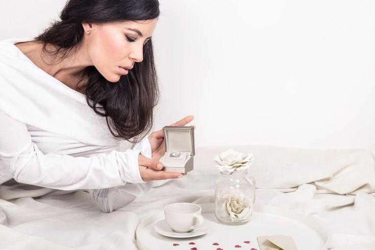 🎁E se domani il tuo buongiorno fosse così?  14 Febbraio: dai forma ai tuoi sogni con Diamanti Anversa! Sul blog scopri il regalo più prezioso per la tua dolce metà...  #diamanti   #diamantianversa   #diamond   #gioeilli   #jewels   #investimento   #investiresuldiamante   #lifestyleblogger   #sanvalentino   #regali   #idee   #ideeregaloperlei   #buongiorno   #romanticismo