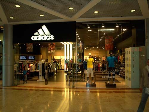Современный магазин Adidas, Израиль, г. Тель-Авив