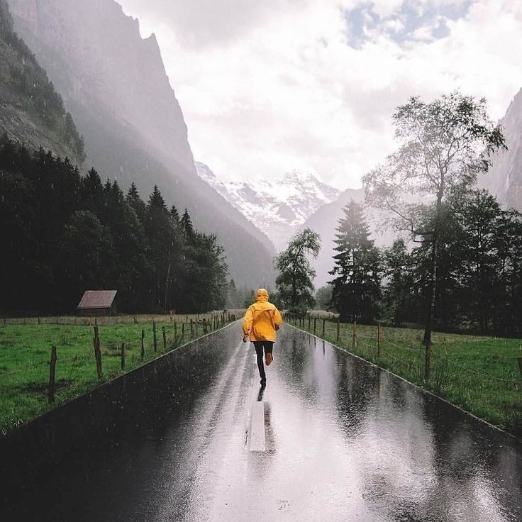 Double tap if you love to run in the rain!!  Amazing photo by @katzuka featured on @worlderunners.