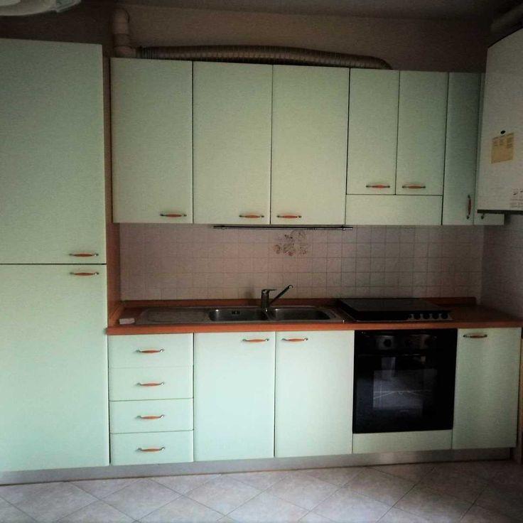 Oltre 25 fantastiche idee su pensili della cucina su - Cucina lineare 3 metri senza frigo ...