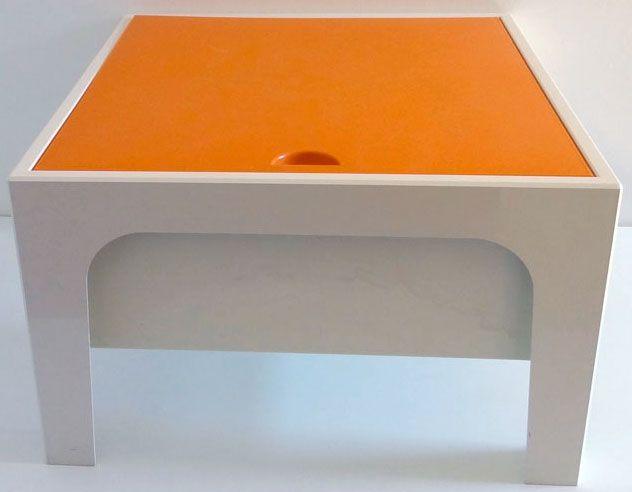table basse 39 boite ouvrage 39 plastique blanc et orange ann es 70 ann es pop d coration. Black Bedroom Furniture Sets. Home Design Ideas