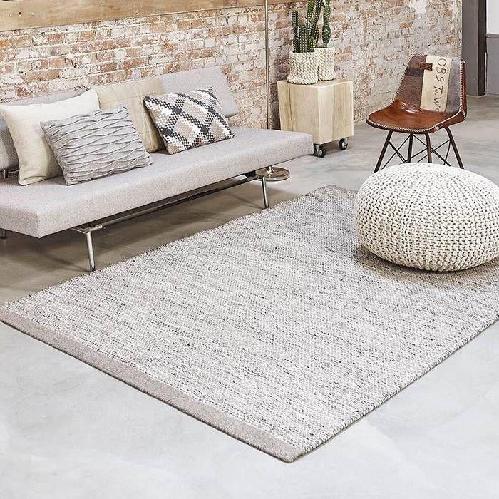 Het vloerkleed wol is gebaseerd op de Scandinavische creativiteit en bijzondere vormen. Het vloerkleed heeft een platte structuur en is makkelijk toepasbaar.
