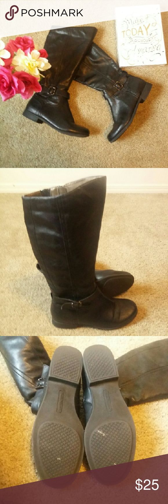 Hush Puppies Black Boots Excellent preloved Hush Puppies Black Boots in size 8.   Approximate sole lenth: 10.25 ins Approximate heel height: 1in Approximate boot height: 14ins Hush Puppies Shoes Heeled Boots