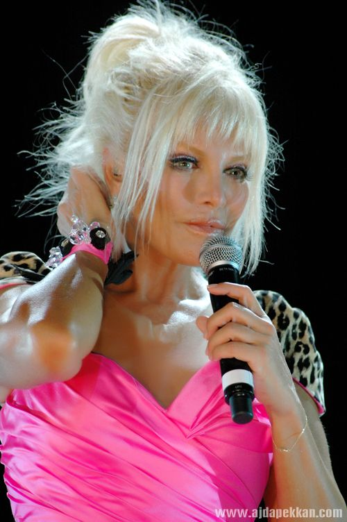 I wanna see this women on stage...Ajda Pekkan
