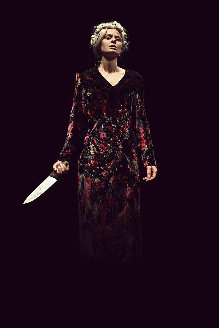 Un testo pieno di sangue, una discesa agli inferi senza redenzione, la storia delle donne che uccisero per voluttà