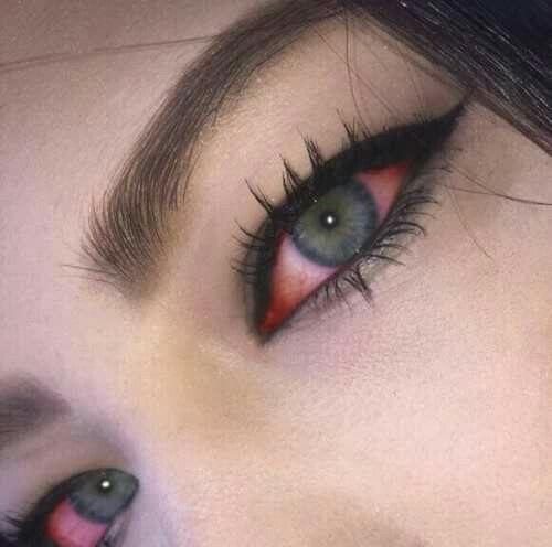 vintage #hipster #grunge #alternative #photography #aesthetic #eyes #blue eyes #red eyes #girl #face #makeup #Moda #Kombinler #Kombin_Önerileri #Sokak_stili #fashion #Güzellik #ünlüler #ünlü_Modası #Cilt_Bakımı #Saç_Modelleri #Abiyeler #Abiye_modelleri #Magazin #Tarz #Kuaza