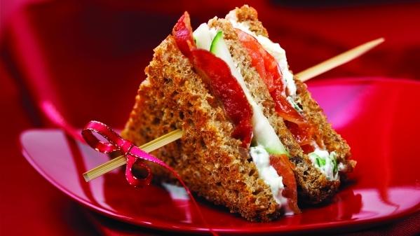 Minisandwichs clubs au carpaccio de saumon à l'érable | Mini Club Sandwiches with Salmon Carpaccio and Maple