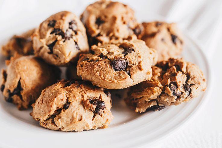 Mein Lieblingsrezept für vegane Chocolate Chip Kekse die dazu noch glutenfrei und proteinreich sind. Gesund, einfach und schnell gemacht !
