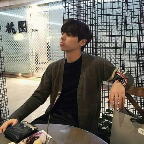 Yoon Yong Bin 윤용빈9a409c6bd4130fabe4cffad694d3a67280ecfe3f_hq.jpg (480×480)