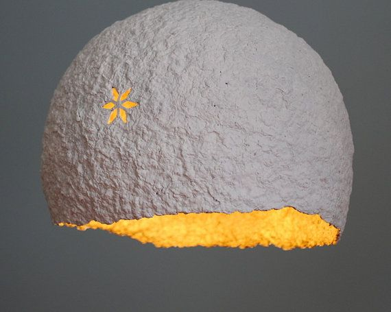 Lampenschirm von weißen & Gold Papier Decke. von DolcheTodolche