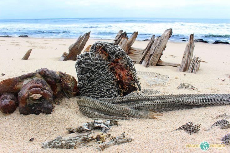 """Destroços de um dos navios """"mortos"""" na perigosa Skeleton Coast, na Namíbia, África"""