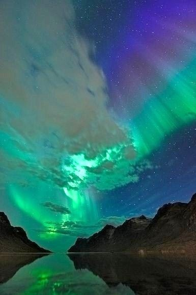 Aurora australis .. the southern hemisphere lights. So beautiful                                                                                                                                                     Más