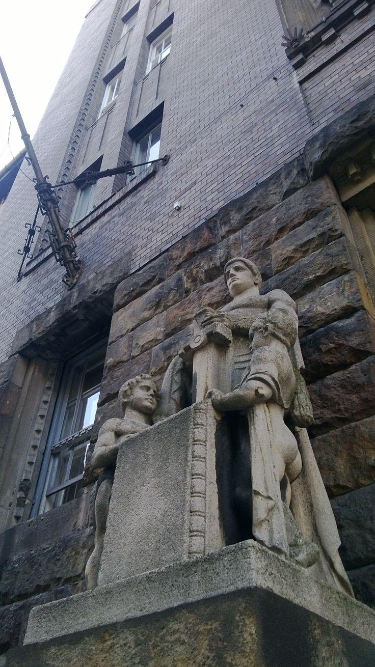 Statue, Fő utca, Budapest.