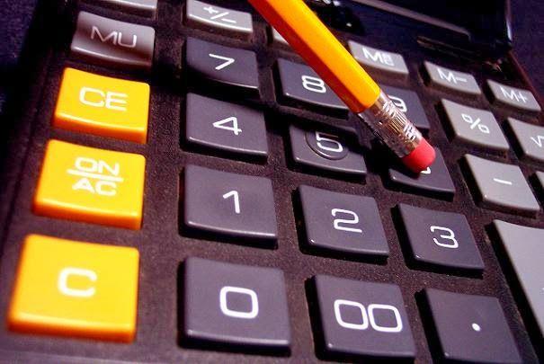 """جامعة الملك فيصل تمنع """"الآلة الحاسبة"""" منعاً للغش"""