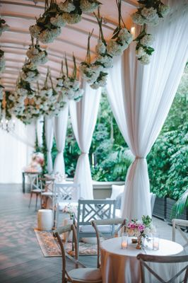 Chic Cocktail Hour Area | Photo: Amy & Stuart Photography.