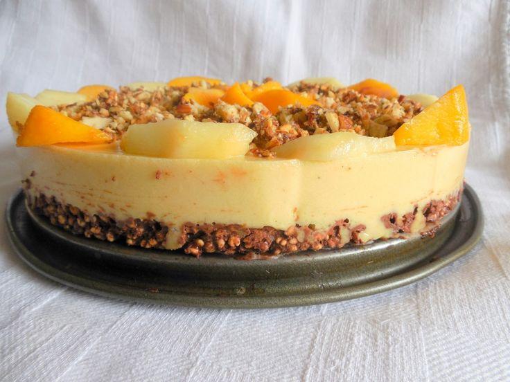 Cheesecake vegetale con pesche e mandorle