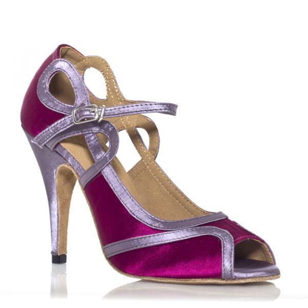 """Ultra féminin et très original ce modèle de chaussures de danse pour danser la salsa et les autres danses de société fera de vous l'ambassadrice du dance floor, vous ne passerez pas inaperçue auprès des danseurs de salsa et autres partenaires de danse latine. Modèle """"Laura"""" fushia argent de Label Latin 70€ www.label-latin.com"""