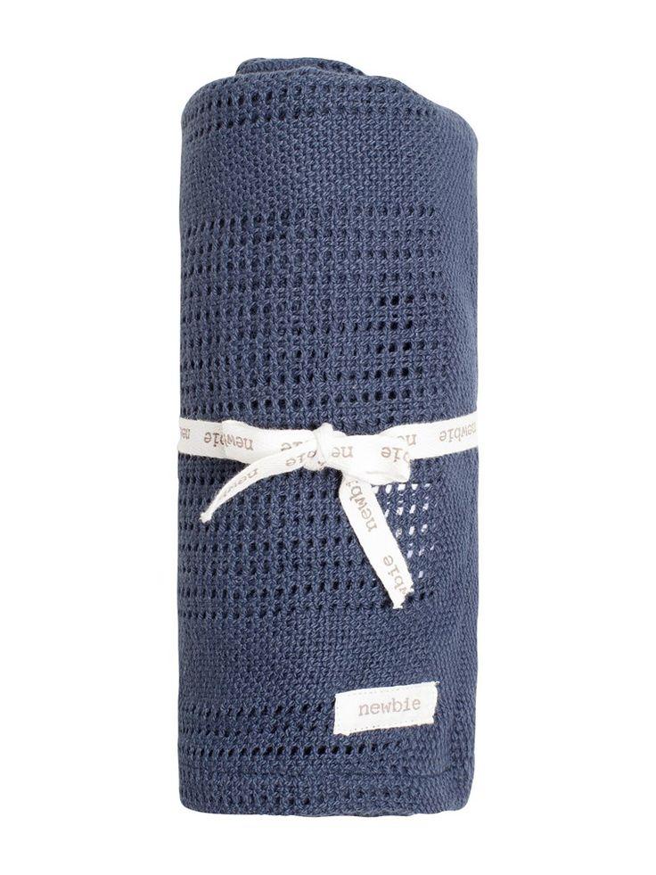 Mönsterstickad babyfilt som kan användas som snuttefilt i mjuk ekologisk bomull från Newbie. Filten är 70x70 cm (BxH). Köp online & i butik nära dig!