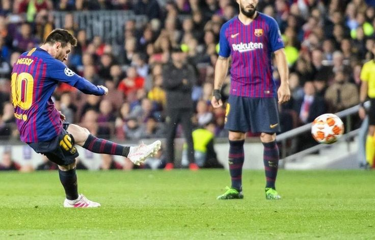 MESSI!! Can't get enough of his epic freekick🔥 ️