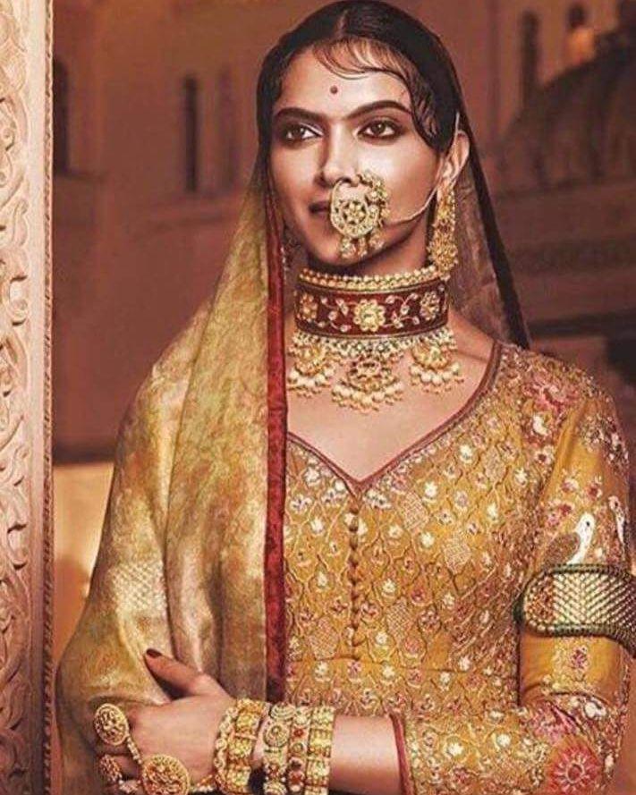 "The royal look of Deepika Padukone in ""Padmavati"". .  Follow  @filmywave  . #Padmavati #DeepikaPadukone #RaniPadmavati #SanjayLeelaBhansali #movie #firstlook #celebrity #movie #film #bollywood #bollywoodactor #bollywoodactress #bollywoodmovie #actor #actress #star #glamour #glamorous #hot #sexy #love #beauty #instalike #instacomment #filmywave"