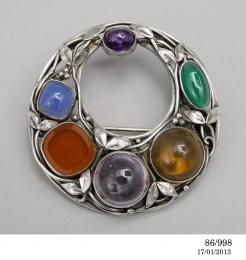 Dorothy Wager. Brooch, silver and gem stones, Sydney, New South Wale], 1982. Powerhouse Museum Collection 86/998.