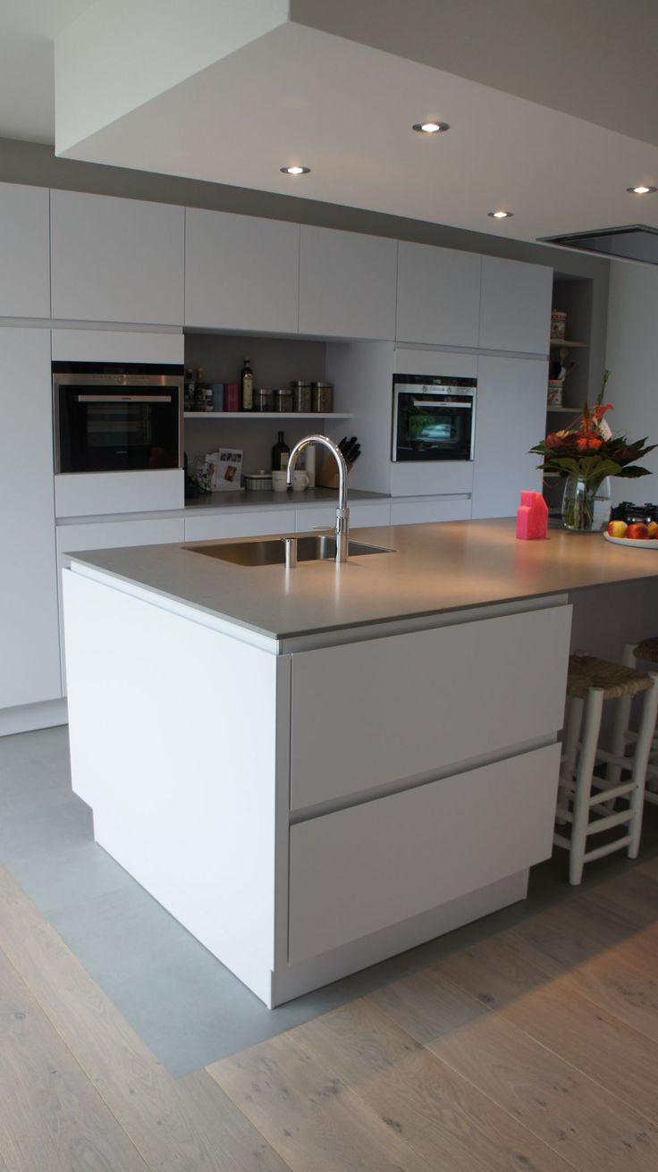 Meer dan 1000 idee n over kookeilanden op pinterest keukens witte keukens en muurstickers - Deco witte keuken ...